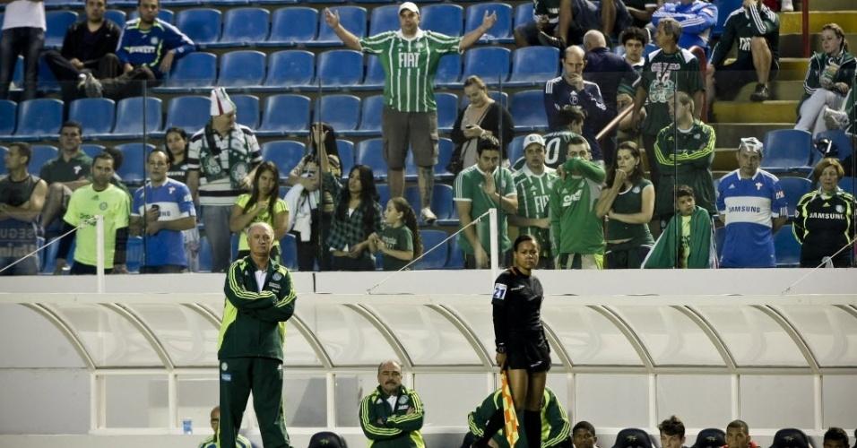Felipão, técnico do Palmeiras, acompanha jogo contra o Coritiba válido pelo Brasileiro, disputado no estádio Arena Barueri, em novembro de 2011