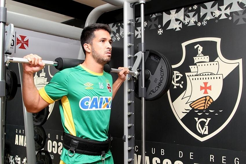 Luan se exercita em treino físico do Vasco em São Januário