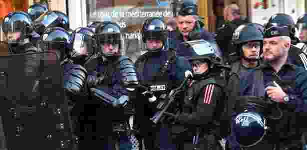 França prepara força policial extra para que população mantenha quarentena durante feriado de Páscoa - Philippe Huguen/AFP Photo