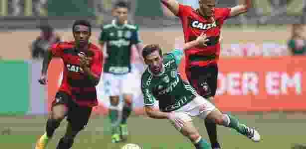 O argentino Allione em ação pelo Palmeiras contra o Sport - Cesar Greco/Fotoarena