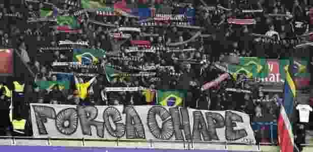'Força, Chape', desejaram torcedores do PSG ao clube brasileiro - Reprodução/Twitter - Reprodução/Twitter