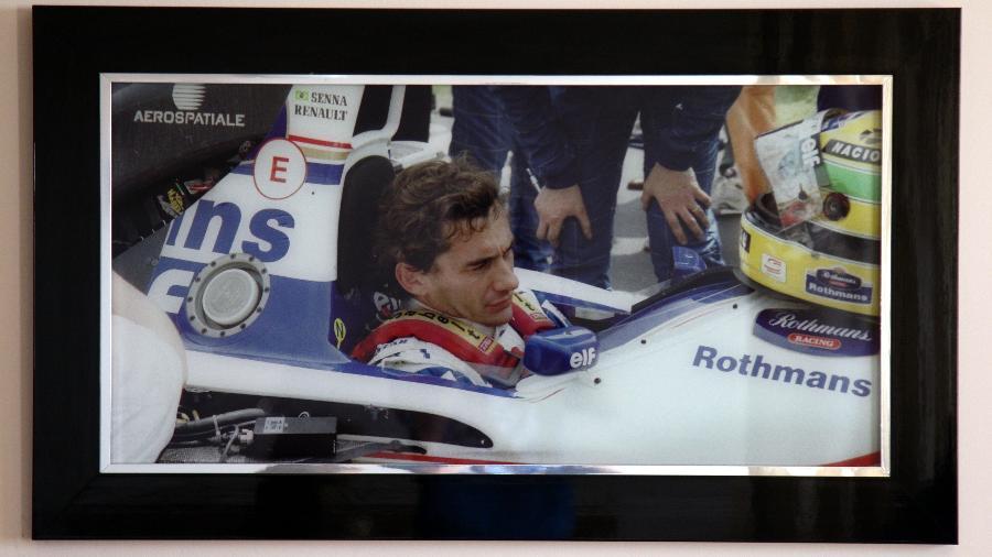 Senna no grid de Ímola em 94, naquela que o fotógrafo Graeme Glew acredita ser a última foto do brasileiro sem capacete - Graeme Glew/Acervo pessoal