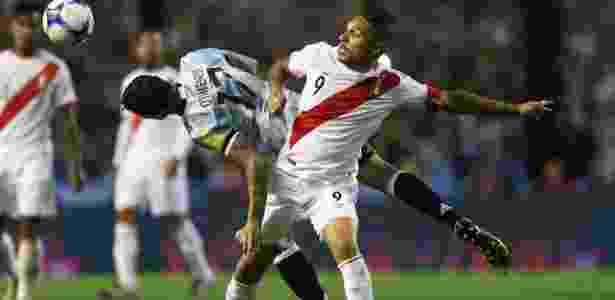 Guerrero durante a partida entre Peru e Argentina pelas Eliminatórias - Marcos Brindicci/Reuters