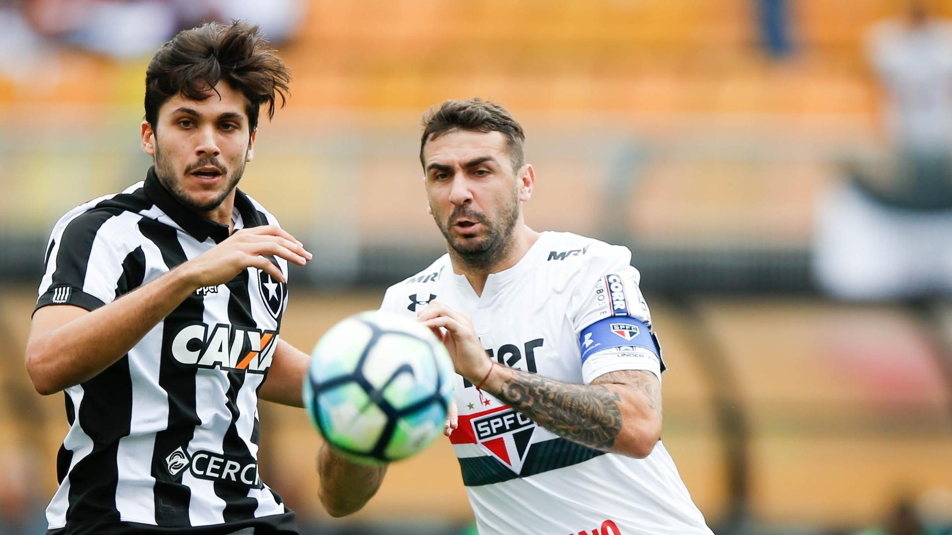 Lucas Pratto é o capitão do São Paulo contra o Botafogo