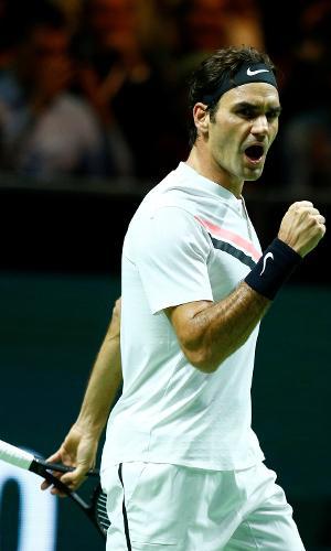 Roger Federer festeja ponto contra Robin Haase no ATP 500 de Roterdã
