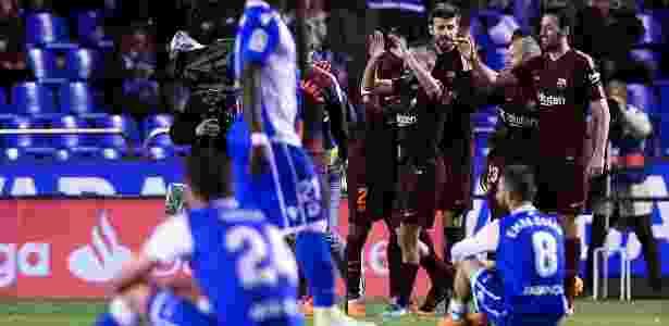 Jogadores do La Coruña lamentam o rebaixamento para a segunda divisão - Miguel Riopa/AFP - Miguel Riopa/AFP