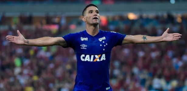 Thiago Neves comemora o segundo gol do Cruzeiro sobre o Flamengo - Thiago Ribeiro/AGIF