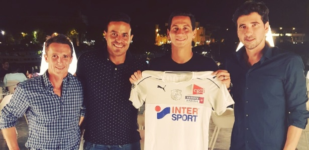 Paulo Henrique Ganso posa com a camisa do Amiens após fechar com o clube - Arquivo pessoal