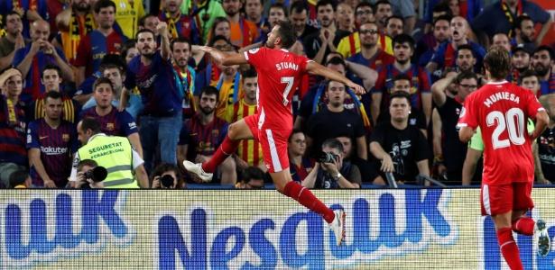 Stuani comemora gol diante do Barcelona - Albert Gea/Reuters