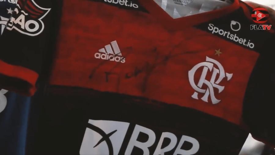 Flamengo leiloará camisas autografadas para ajudar Manaus - Reprodução/Twitter