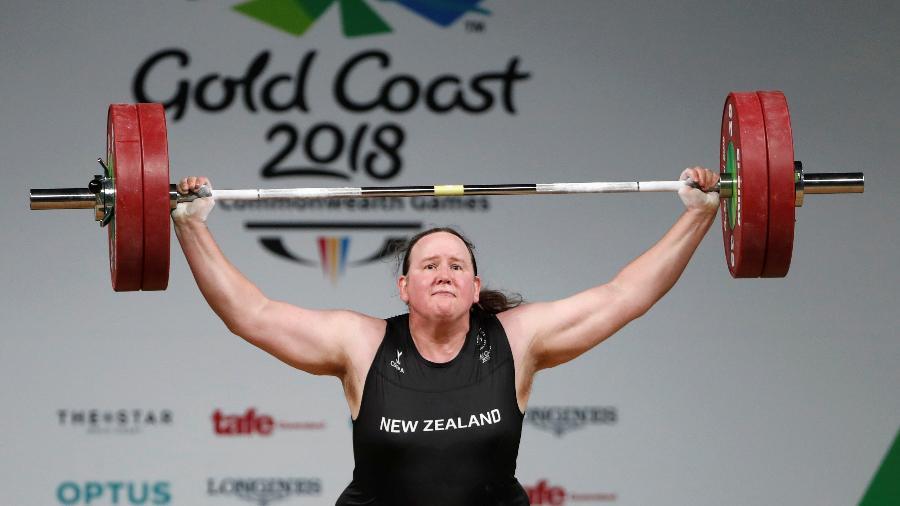 Laurel Hubbard compete pela Nova Zelândia em abril de 2018 - Paul Childs/Reuters
