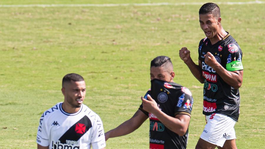 Ricardo Bueno comemora gol do Operário-PR sobre o Vasco da Gama em jogo pela Série B - Jorge Rodrigues/AGIF
