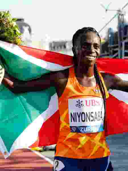 8.9.21- Francine Niyonsaba celebra vitória após 5.000 m na Liga Diamante - ARND WIEGMANN/REUTERS - ARND WIEGMANN/REUTERS