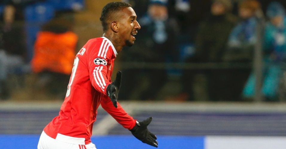 Anderson Talisca comemora após marcar o gol da virada do Benfica sobre o Zenit