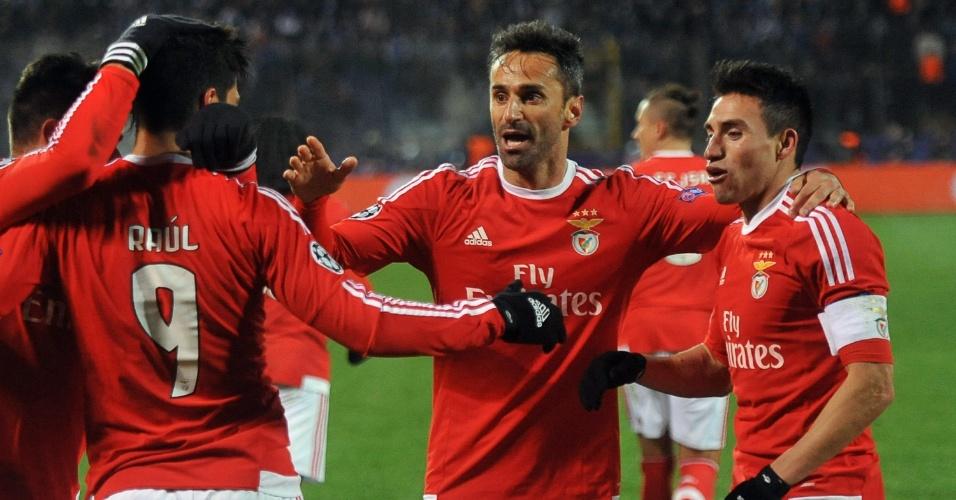 Gaitán comemora com os companheiros após marcar o gol de empate do Benfica contra o Zenit