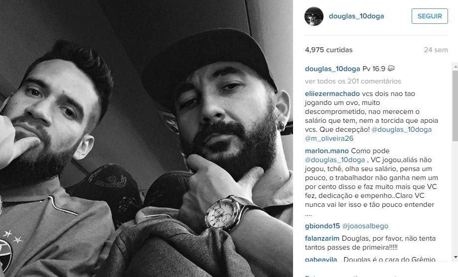 Douglas sempre ao lado de Marcelo Oliveira em momentos de descontração