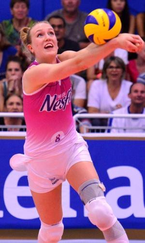 Lise Van Hecke em ação pelo Vôlei Nestlé de Osasco