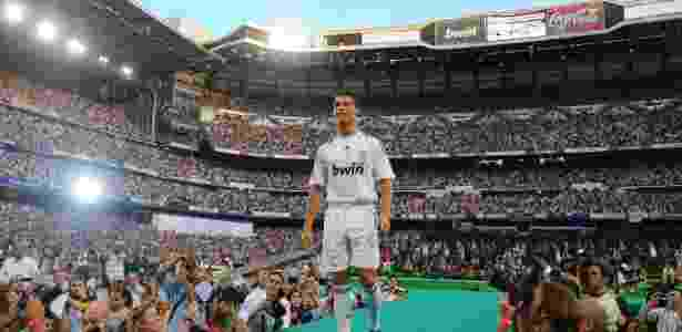 Cristiano Ronaldo é apresentado no Real Madrid em 2009 - Denis Doyle/Getty Images - Denis Doyle/Getty Images