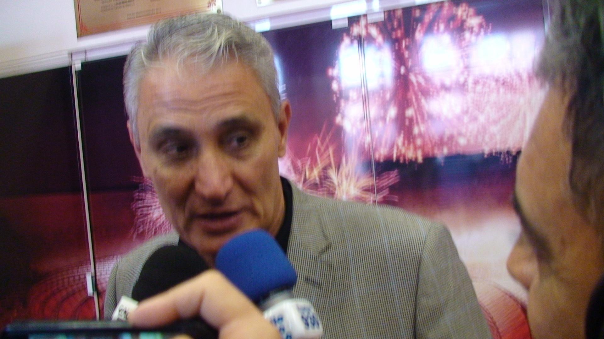 Tite, técnico da seleção brasileira, fala antes do clássico Gre-Nal no Beira-Rio
