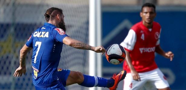 Rafael Sóbis marca três vezes em vitória do Cruzeiro sobre o Brasília