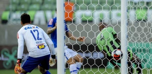 Na primeira semifinal do Mineiro, Cruzeiro só ficou no empate por 1 a 1 diante do América