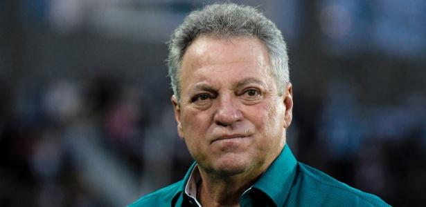 Abel Braga ainda vai definir sua permanência no Fluminense