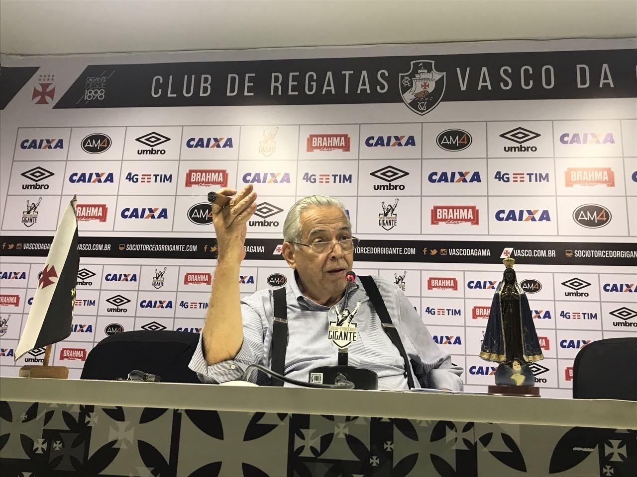 Eurico Miranda concede entrevista na sede do Vasco