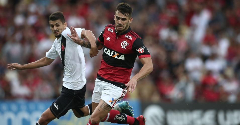 Felipe Vizeu disputa bola em Flamengo x Vasco pelo Campeonato Carioca