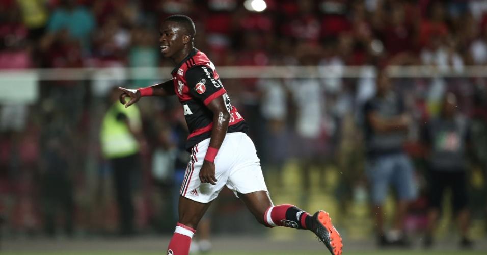 Vinicius Júnior comemora o segundo gol do Flamengo contra o Boavista na final da Taça Guanabara