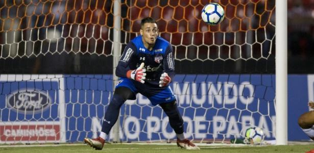 O goleiro Jean em ação pelo São Paulo