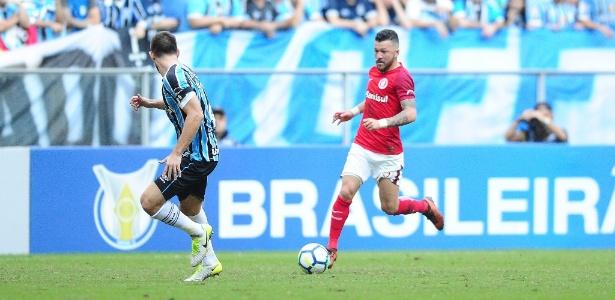 Rossi tenta jogada em clássico contra o Grêmio no último sábado, na Arena