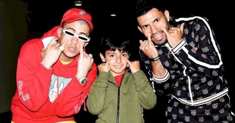 Convocado para a seleção argentina, Aguero tira foto com o rapper Bad Bunny