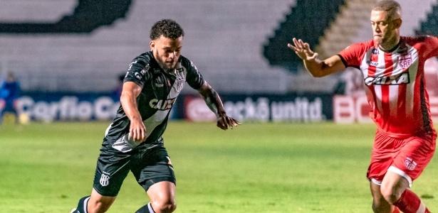 André Luís, atacante da Ponte Preta, negocia para defender o Corinthians em 2019
