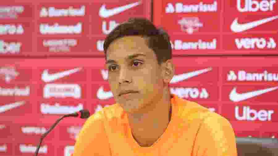 Martin Sarrafiore, meia do Internacional, durante entrevista coletiva no clube - Ricardo Duarte/Inter