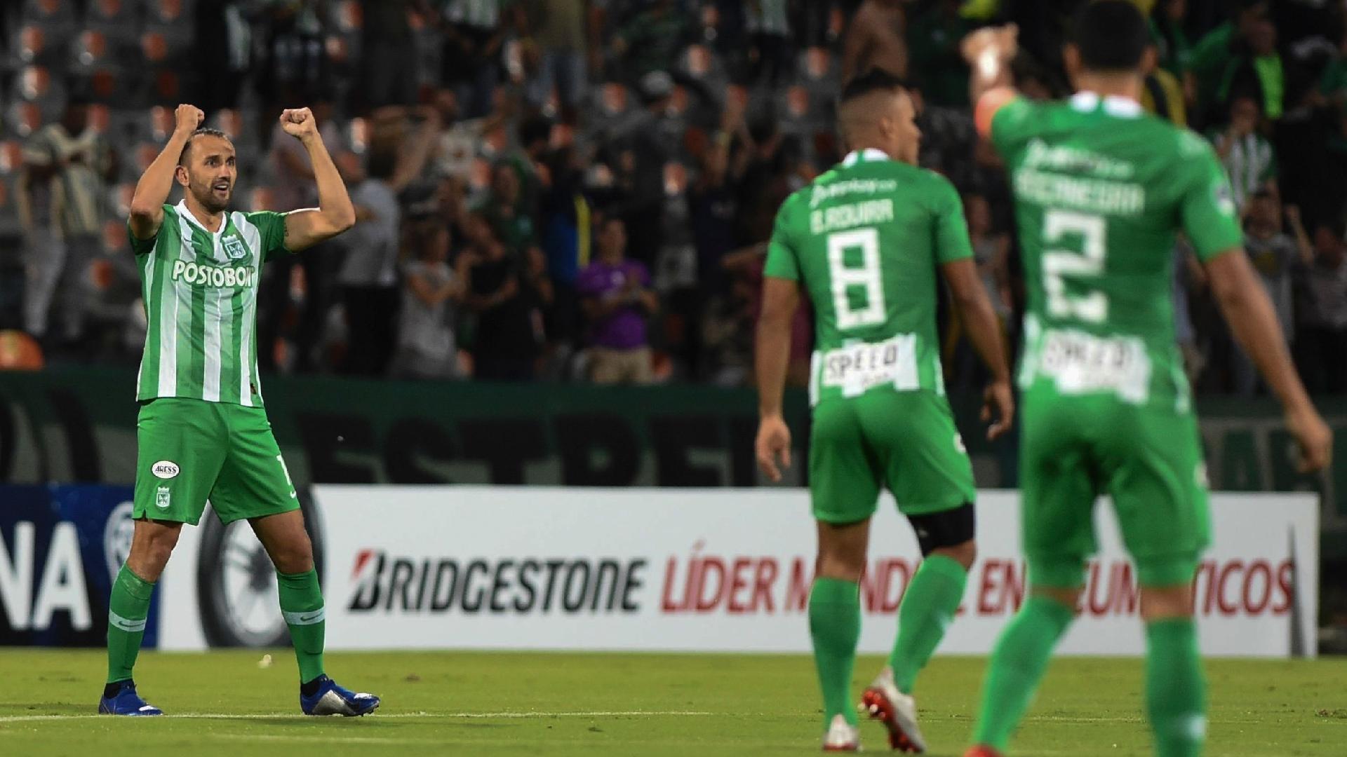 Barcos comemora gol do Atlético Nacional contra o Fluminense
