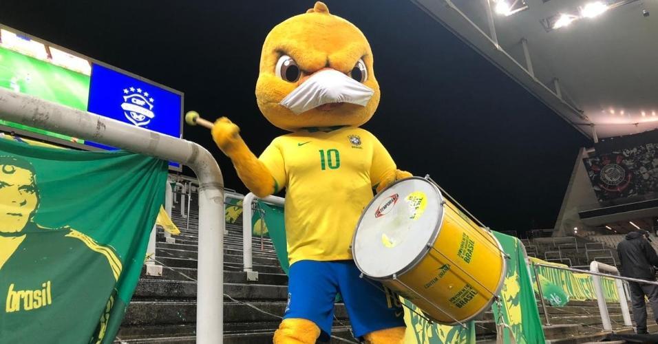 Canarinho Pistola na Neo Química Arena, na estreia da seleção nas Eliminatórias para a Copa