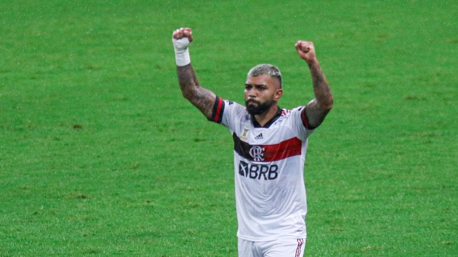 Gabigol comemora gol do Flamengo sobre o Grêmio em duelo pelo Brasileirão 2020 - Fernando Alves/AGIF