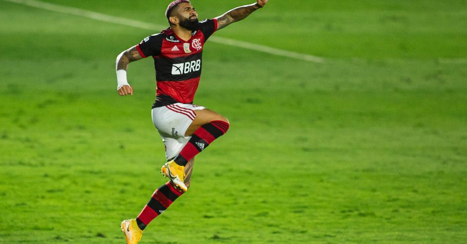 Gabigol comemora gol pelo Flamengo contra o Red Bull Bragantino