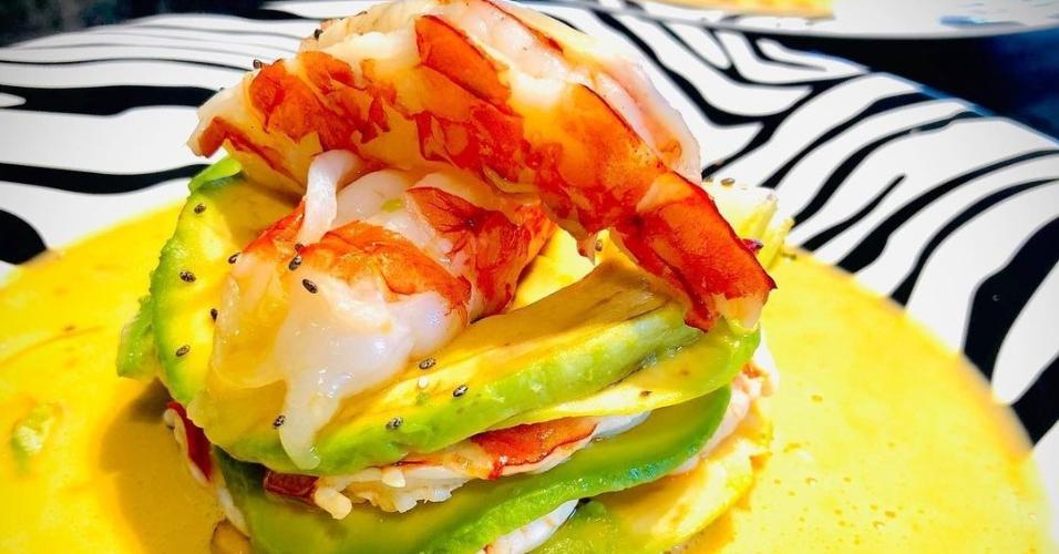 Segundo Barone, esse é um prato de café da manhã de Ronaldo: mil folhas de abacate com camarão