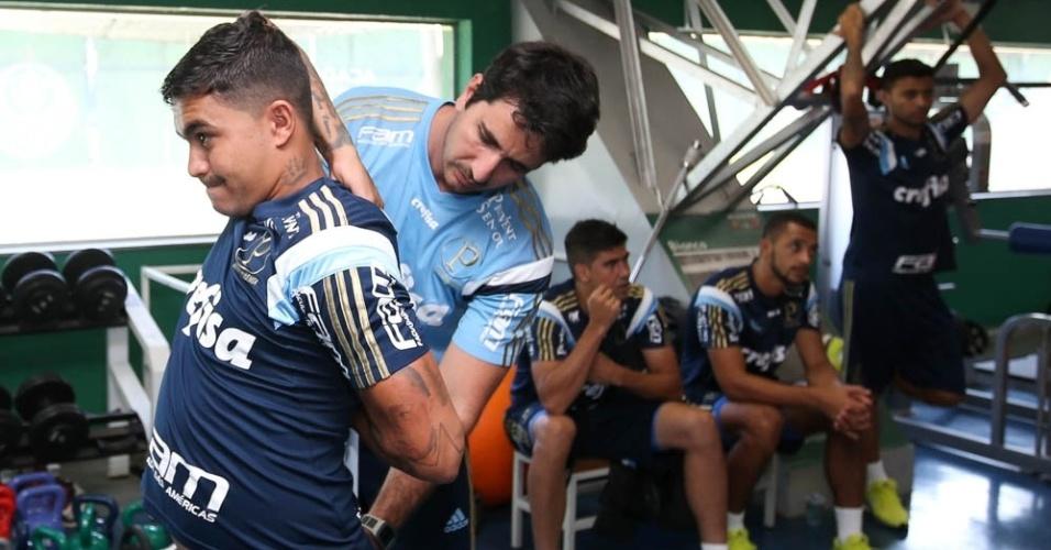 Dudu faz trabalhos físicos no Palmeiras durante a avaliação física