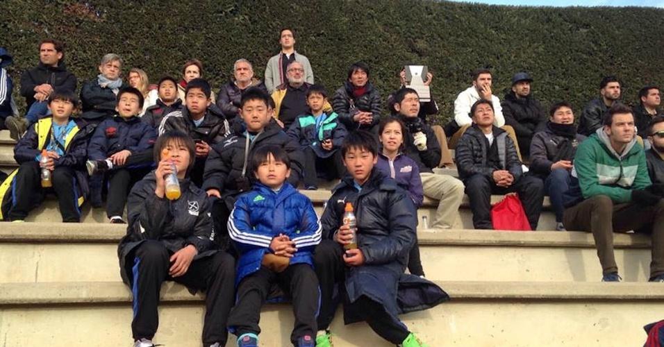 IEscolas de futebol levam alunos coreanos ao Barcelona para ver Lee em ação