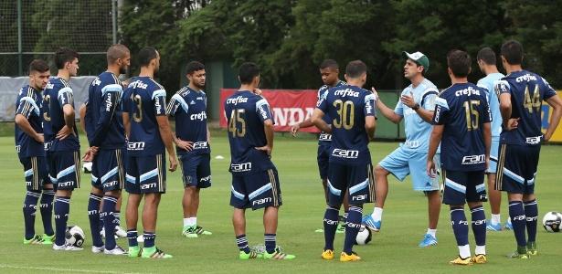 Cleiton Xavier treinou ao lado de outros jogadores nesta quarta-feira (16) - Fabio Menotti/Ag Palmeiras