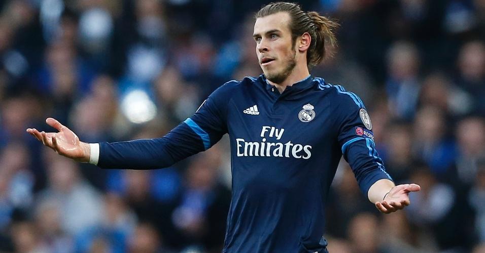 Gareth Bale reclama com os companheiros na partida entre Manchester City e Real Madrid pela Liga dos Campeões