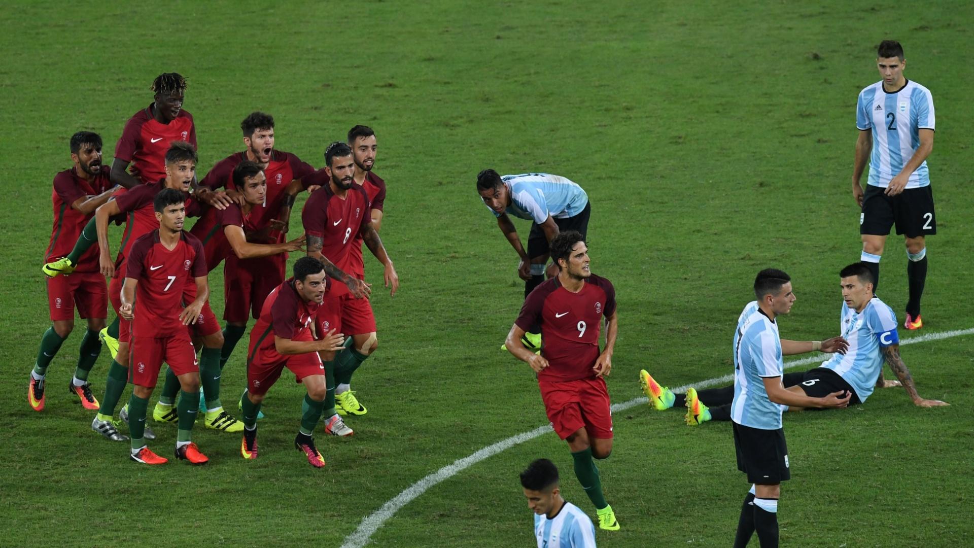 Paciencia comemora gol na estreia da seleção portuguesa pela Olimpíada