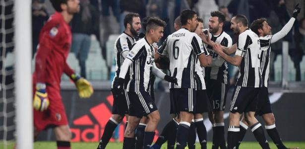 Higuaín marcou duas vezes na vitória por 3 a 0 sobre o Bologna