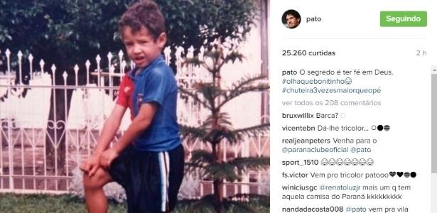 Alexandre Pato posta foto dele criança vestindo a camisa do Paraná