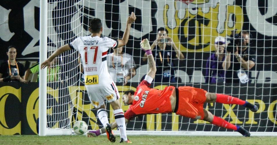 Gilberto acerta o canto e vence Cássio ao marcar o pênalti decisivo na final da Flórida Cup