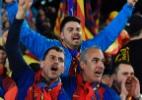 Barcelona é multado por invasão de torcedores após vitória sobre PSG - AFP PHOTO / LLUIS GENE