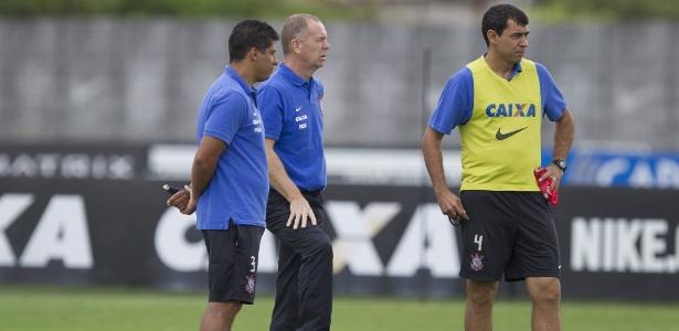 Sidnei, Mano e Carille juntos em treino do Corinthians na temporada 2014