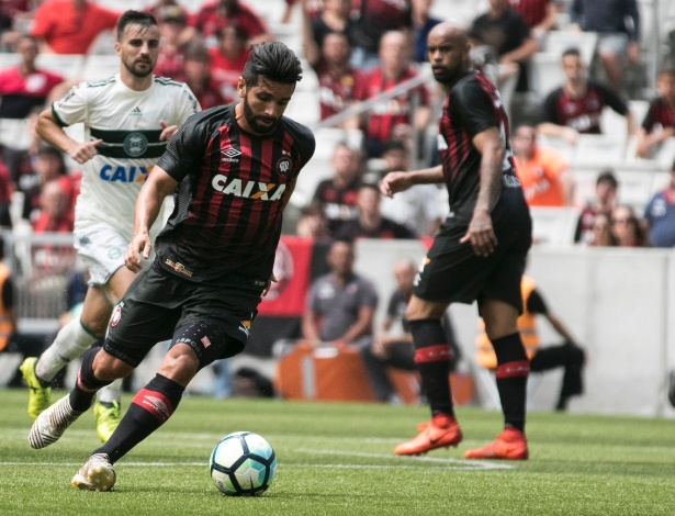 Guilherme diante do Coxa: ensaio para formação ofensiva ideal nas estatísticas